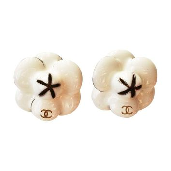 Pre-owned  Chanel Ivory Camellia Flower Clip On Earrings