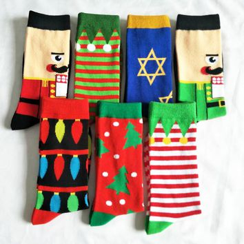 CHAOZHU Fresh New 2018 Xmas Gift Socks Men Striped Christmas Tree Santa Claus Character Crew Jacquard Men Fancies Fashion Socks