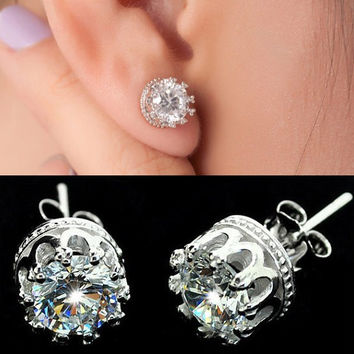 Crown diamond stud earring
