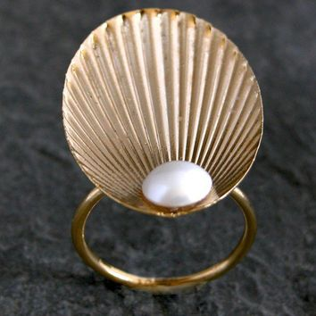 gold Seashell Ring The Birth of Venus OOAK Hand by gazellejewelry
