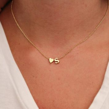 Hot 26 Letter & Heart-shaped Charm Pendant Necklaces for Women Simple Gold Color Name Necklace Lovers Gift Initial Choker