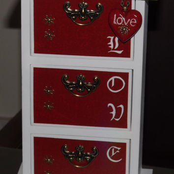 Shabby Chic 3 Drawer cabinet. Red LOVE. Uniquely hand decorated GiFT Set. FREE matching pendant. Can be PERSONALISED.