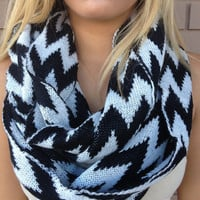 Black & White Chevron Knit Scarf