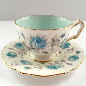 Beautiful Aynsely Tea cup and Blue Roses Made in England
