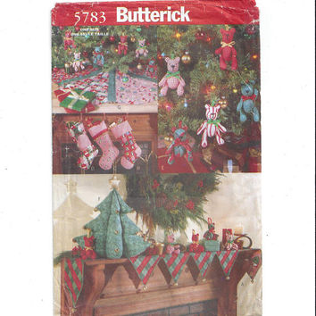 Butterick 5783 Pattern for Traditional Christmas Decorations, 1998, Mantle Cover, Stocking, Tree Skirt, Stuffed Tree, Home Sewing Pattern