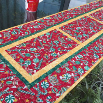Quilted Christmas Table Runner Quilt Seasons Greetings Red 651