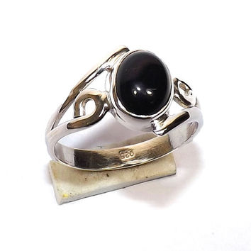 Sterling Silver Ring - Black Onyx Ring - Silver Ring, black onyx silver ring, Gemstone Ring, Stacking Ring, Birthstone Ring, Cabochon Ring