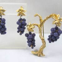 ON SALE Vintage Grape Cluster Brooch Earring Set, Tree Of Life, Grapevine Purple Amethsyt Art Glass Grape Vine Figural Jewelry