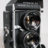 Mamiya C330 Professional 120 Format Camera w/ Porroflex Finder, 80mm Sekor 2.8 Blue Dot Lens