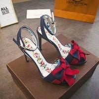 GUCCI Leather sandal with Web bow