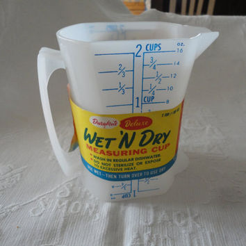 Vintage Durabrite Deluxe Wet 'N Dry Plastic Measuring Cup 2 Sided Handle Spout Paper Label Intact 2 Cup 1 Cup