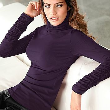Ruched detail turtleneck
