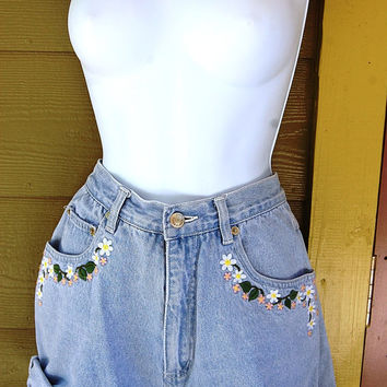 Vintage 80s 90s High Rise Light Chambray Blue D Mode Classix Floral Embroidered Jean Shorts Size 9