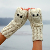 $35.00 Hedwig owl fingerless mittens / gloves in white made by CozySeason