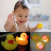 Yellow Rubber Duck Bath Flashing Light Toy Auto Color Changing Baby Bathroom Toys Multi Color LED Lamp Bath Toys For Children