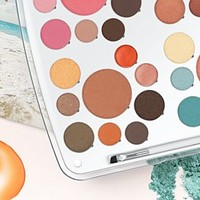 Holiday / New Year's Makeup Palette - Holiday Life Palette moment - EM Cosmetics