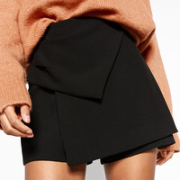 BERMUDA SHORTS WITH KNOTDETAILS