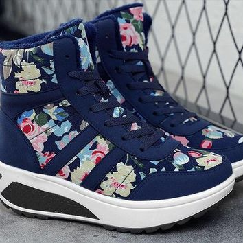 2018 autumn and winter new warm padded cotton shoes short boots women's shoes snow boots free delivery