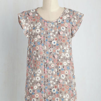 Star of the Seminar Top in Floral | Mod Retro Vintage Short Sleeve Shirts | ModCloth.com
