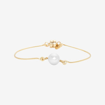 Dafne Single White Pearl Bracelet | Shop IntermixOnline.com