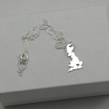 United Kingdom Necklace - Sterling Silver Personalized Country Love Heart