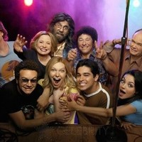 MILA KUNIS photo 11 Blue Shirt with That '70s Show cast