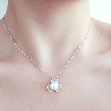 Gift Shiny Jewelry New Arrival 925 Silver Korean Stylish Elegant Pearls Floral Pendant Accessory Strong Character Necklace [8080527879]