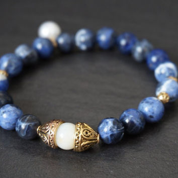 Pearl charm blue bracelet, gold, stretch bracelet, blue bracelet, Boho Chic bracelet, pearl charm bracelet, sodalite bracelet, gifts for her
