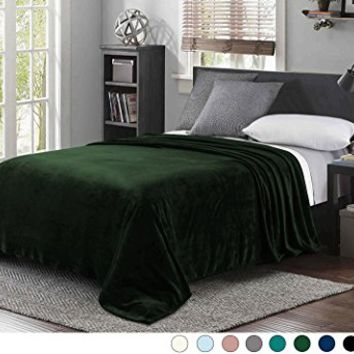 "Luxury Queen Size Flannel Velvet Plush Solid Bed Blanket (90"" x 90"", Forest Green) - Soft, Lightweight, Warm and Cozy by Exclusivo Mezcla"