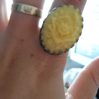 Yellow cabochon ring,flower cabochon ring