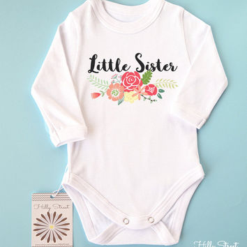 Baby Announcement Shirt. Little Sister Baby Bodysuit. Sibling Shirt. Take Home Outfit. Newborn Photography Prop.
