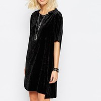 Cheap Monday | Cheap Monday - Robe t-shirt en velours froissé chez ASOS