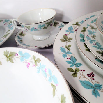 "Fine China Japan 6701 ""VINTAGE"" dinnerware set 28 piece, vintage dishes and serving pieces from 1967"