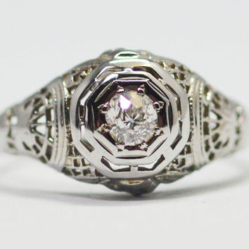 Vintage 18 Karat White Gold Art Deco Filigree Diamond Ring