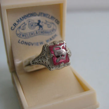 Vintage Signet ring. Dated 1928. Antique Filigree, Initial S. Set in 14K white gold. Original Celluloid Ring Box.