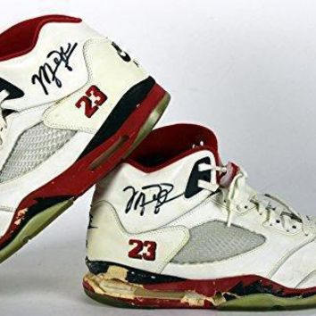 Bulls Michael Jordan Signed 1990 Game Used Nike Air Jordan V Shoes BAS nike air jorda