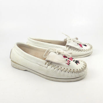 White leather Moccasins Vintage 1980s Thunderbird Beaded Slip on Shoes Women's size 6 1/2