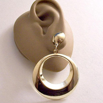 Bevel Band Hoops Clip On Earrings Gold Tone Vintage Graduated Lightweight Large Open Ring Door Knockers Round White Padded Top Button