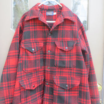 VTG PENDLETON Mackinaw Wool hunting / lumberjack logging bush camping Jacket  Red/Black Plaid Rear Game Pouch sz large