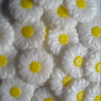 Daisy Soap Party Favors - Daisies Bridal Shower Wedding Scented Guest Soaps Spring Garden Party Engagement | Pack of 25