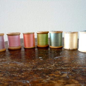 Vintage sewing thread lot of 7 wooden spools in hues of pastel colors, pink, purple, green