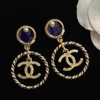 DCCK The new show line features a pair of C retro brass star earrings with element