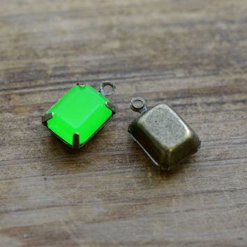 4 - Small Rectangle Jewel Charms BRIGHT GREEN Drop Gem Rectangle 8x10mm Brass Claw Setting Charm or Link Gold Antique Bronze Silver (AW043)