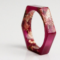 thin size 9 hexagonal eco resin ring - very purple