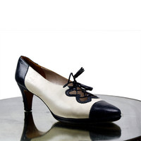 60s Rangoni Italian leather shoes / 1960s spectator pumps / cream & navy spectator shoes / size 6.5 6 1/2