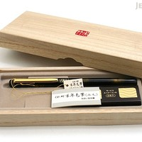 JetPens.com - Kuretake No. 50 Fountain Hair Brush Pen - Sable Hair - Black Body + Gold Accents + Refill