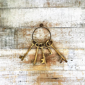 Brass Keys on Ring 5 Large Antique Brass Skeleton Keys on Brass Ring Sheriff Key Ring Large Key Ring Decorative Brass Keys Jail Key Ring