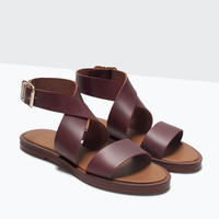Leather sandal with buckle