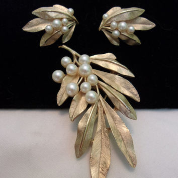 TRIFARI Jewelry Pearl Brooch Earrings Leaf Gold Plate Pin