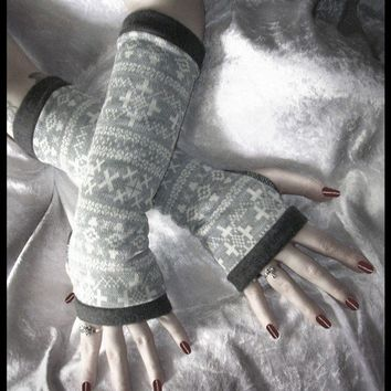 Sibylle's Snow Bunny Long Arm Warmers - Grey White Alpine Vintage German Sweater Knit - Lined w/ Soft Dark Grey Fleece - Chic Ski Boho Noir